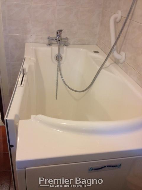 Vasche da bagno con porta vasche da bagno motorizzate - Bagno barriere architettoniche ...